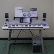 Yamaha Tyros 4 61 Key Arranger Workstation Keyboard w stand speakers